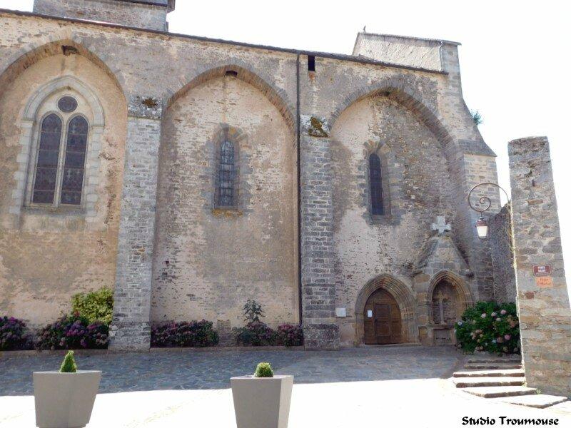 eglise St Martial Rieupeyroux entrée [800x600]