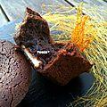 Fondant au chocolat noir, coeur blanc et sucre filé (concours happy b-day par