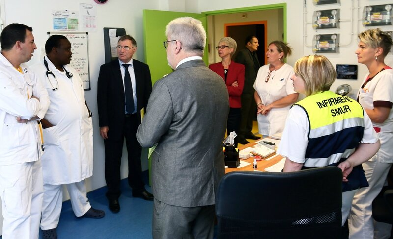 CENTRE HOSPITALIER HIRSON 2016 VISITE ARS discussion Jean-Yves Grall