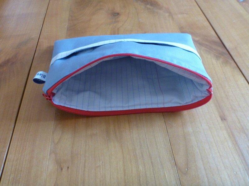 Pochette Tablette bleue intérieur écolier