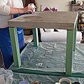 table basse après transformation- béton taupe sur la plateau