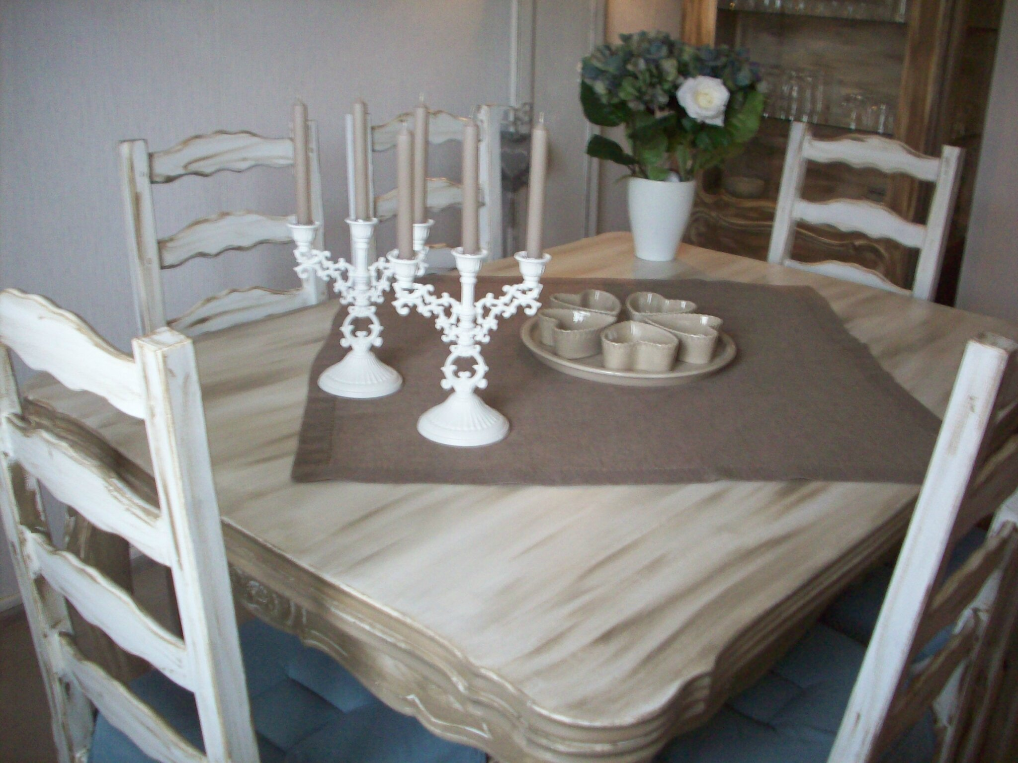 Table en merisier au boudoir d 39 antan for Patiner un meuble blanc