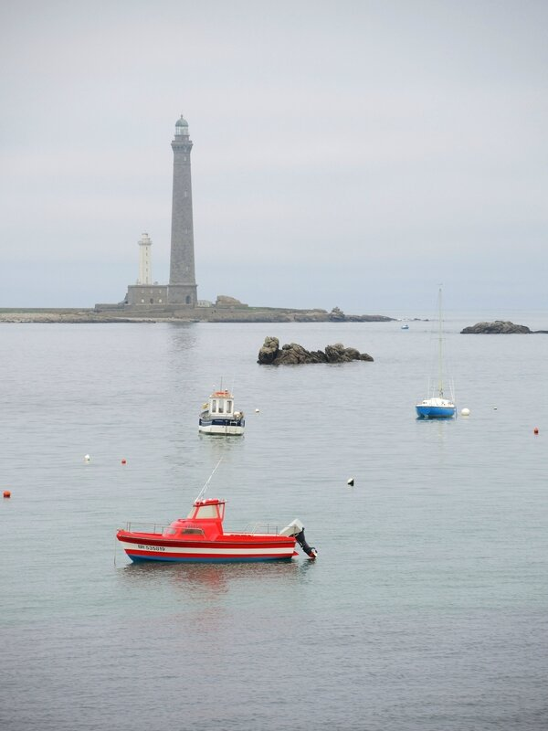 Île Vierge, phare et bateaux