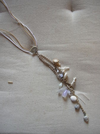 collier_breloques_blanc