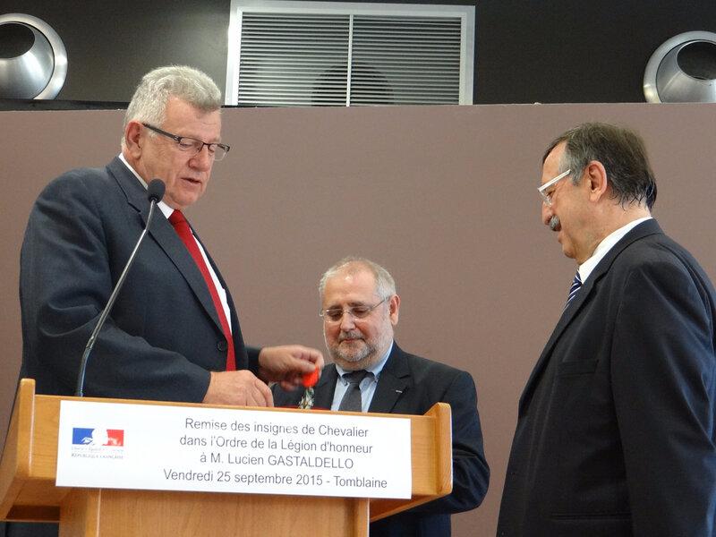 234 (Photo 234) Le ministre lorrain Christian Eckert va remettre les insignes de la Légion d'honneur à Lucien Gastaldello sous le regard