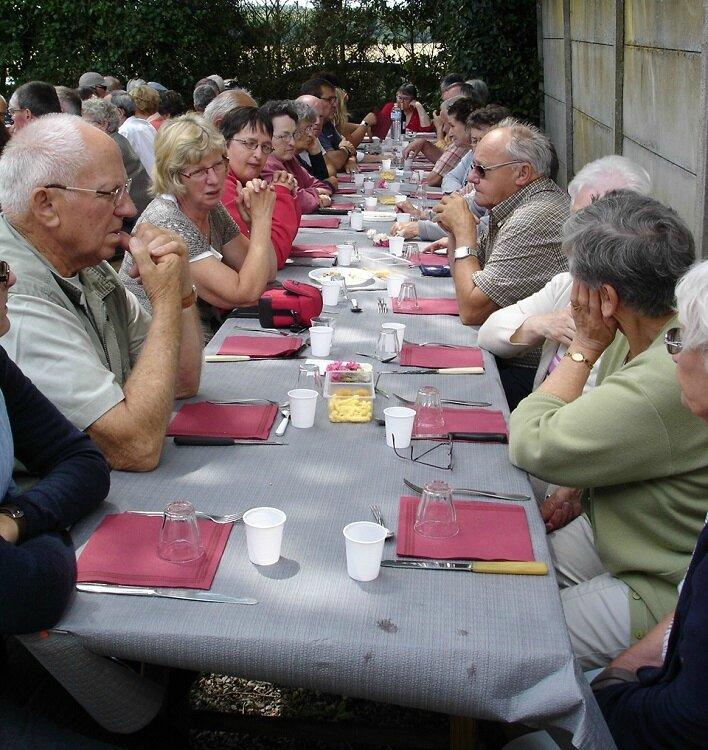 2014-07-14-repas et boule de fort-amicale laïque (16)