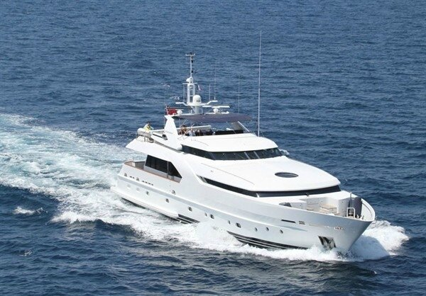 fraser-yachts-showcases-my-aldabra-and-my-azul-at-singapore-yacht-show_1