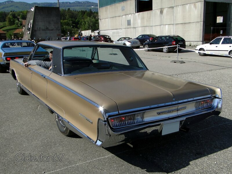 chrysler-new-yorker-sedan-1965-b