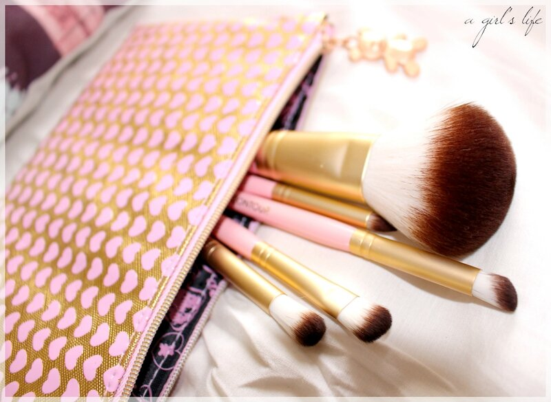 too faced pinceaux 4