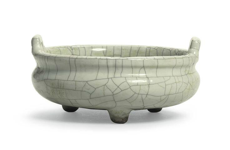A 'Guan'-type tripod censer, Qing dynasty, 18th-19th century