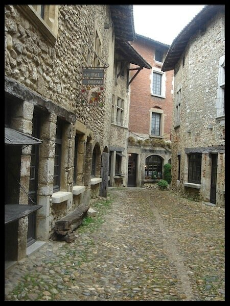 perouges 06