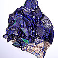 Sharp crystals of azurite with malachite accents