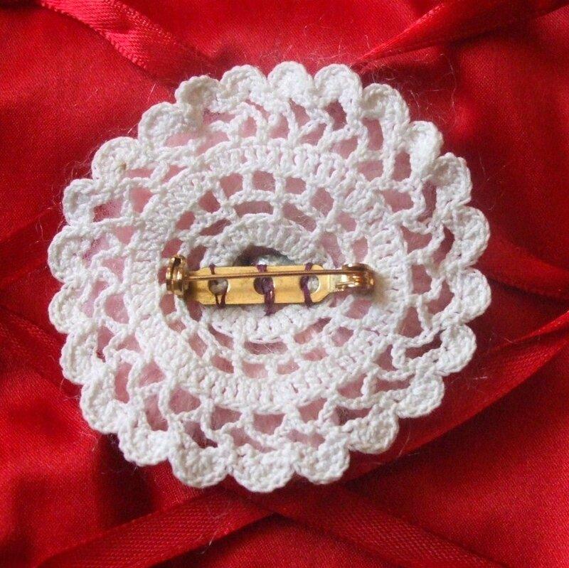 broche fleur crochet et dentelle crochet loisirette. Black Bedroom Furniture Sets. Home Design Ideas
