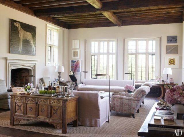 Claudia-Schiffers-English-Mansion-drawing-room
