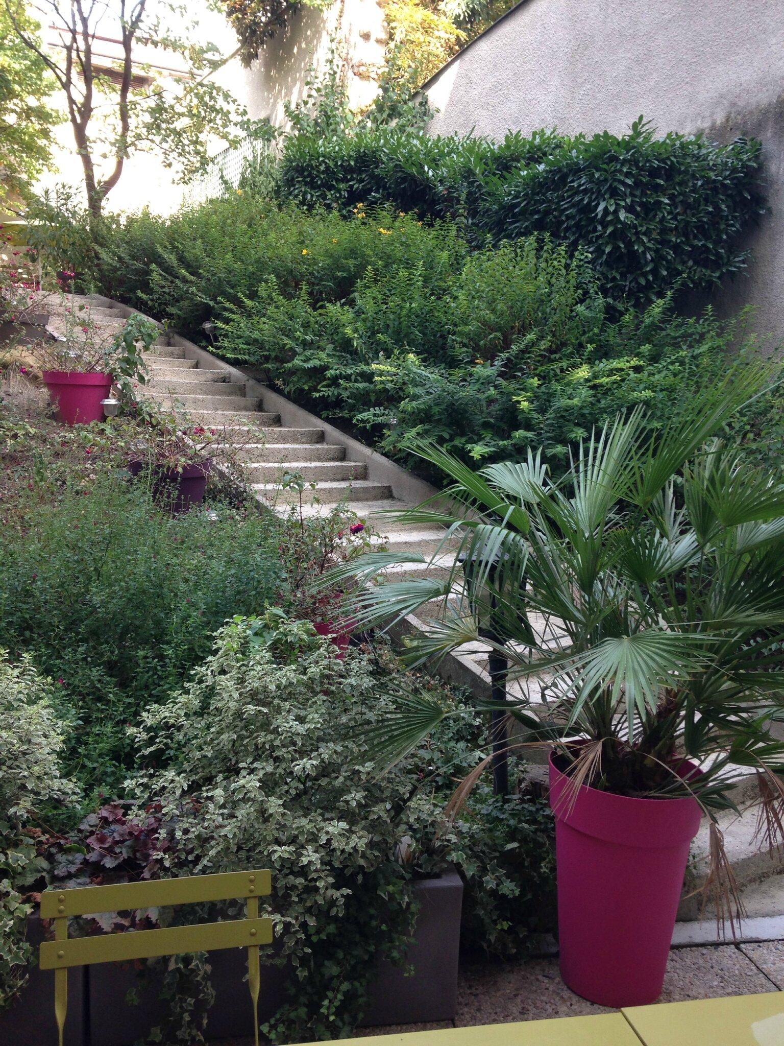 jardin sur deux niveaux en plein coeur de paris photo de visite foyer les feuillantines. Black Bedroom Furniture Sets. Home Design Ideas