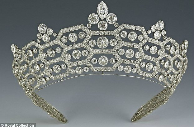 BOUCHERON. The Greville Honeycomb Tiara