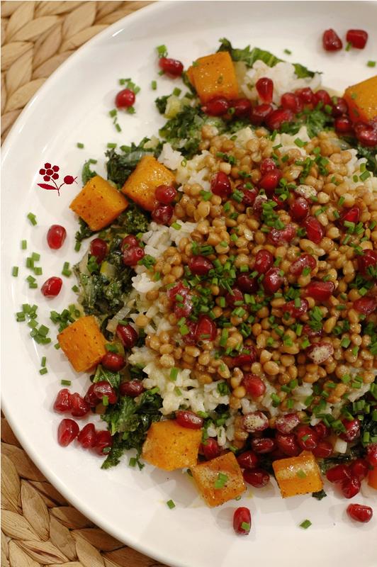 Salade de chou kale, poireau, riz complet, lentilles, courge rôtie et grenade_1