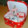 petite malette beauté, avec des sels de bain anti capiton, des gels douches parfumés, des creme pour le corps