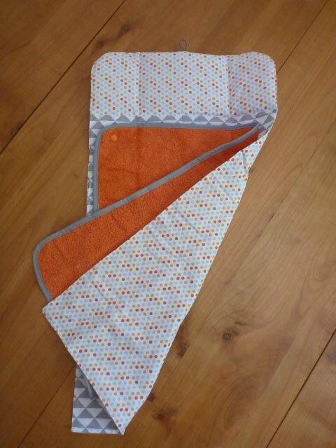 Tapis à langer nomade orange et gris dessus-dessous