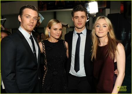saoirse-ronan-max-irons-the-host-hollywood-premiere-0