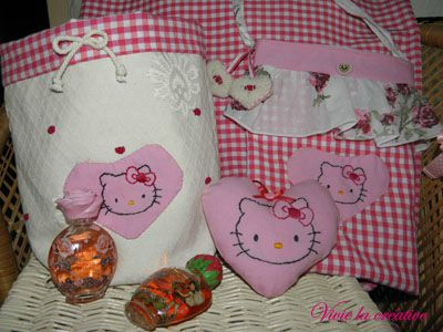 ensemble tissu hello kitty vide poche coeur et petit sac rouge vichy. Black Bedroom Furniture Sets. Home Design Ideas