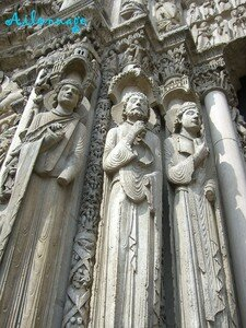 blog_chartres_statues_pilliers