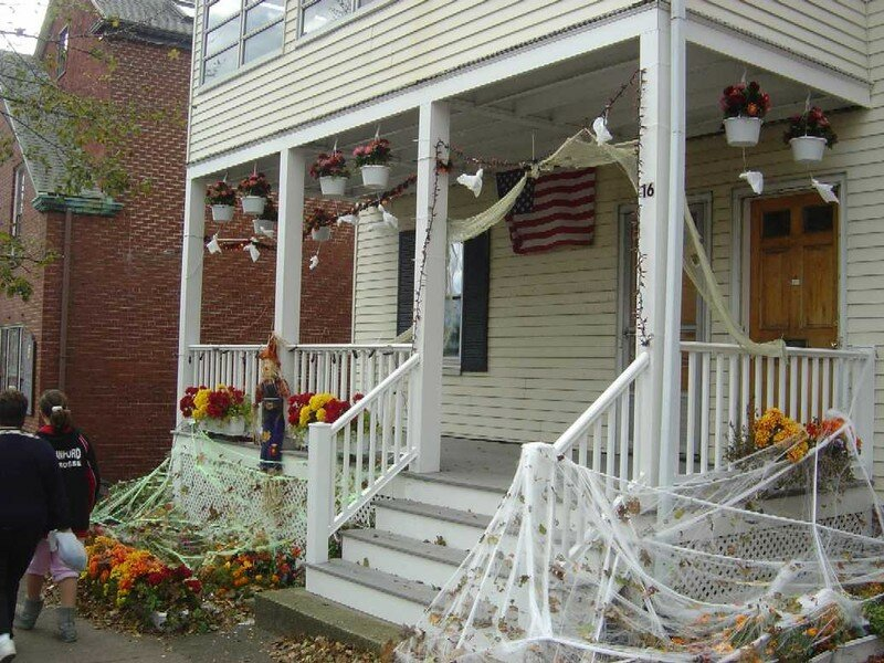 Une maison d cor e pour halloween photo de salem camille in boston - Maison decoree halloween ...