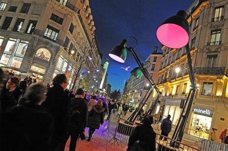 lampadaires_geants_rue_de_la_republique