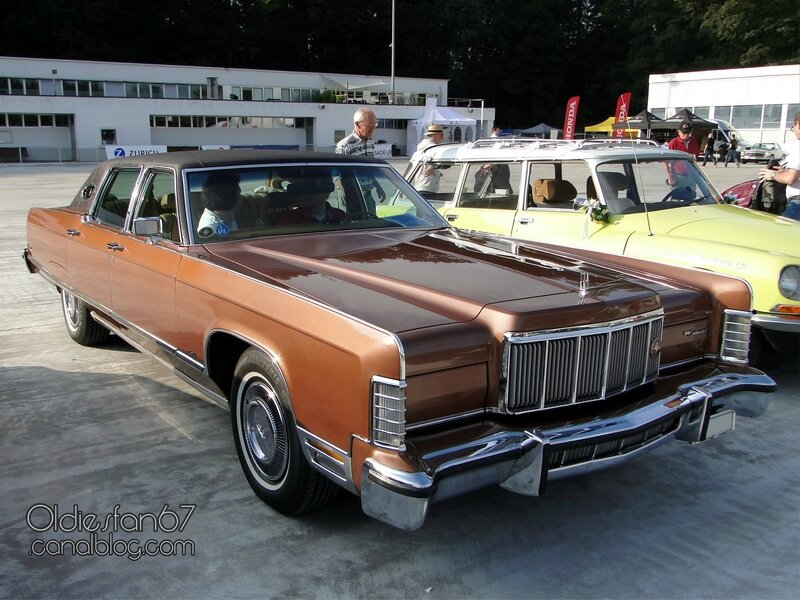 lincoln-continental-town-car-1976-01