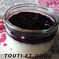 Panna cotta au chocolat blanc avec coulis de myrtilles