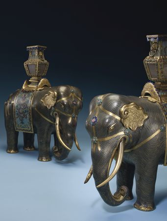 JG827_17_Mandel_Elephants