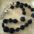 collier noir laine