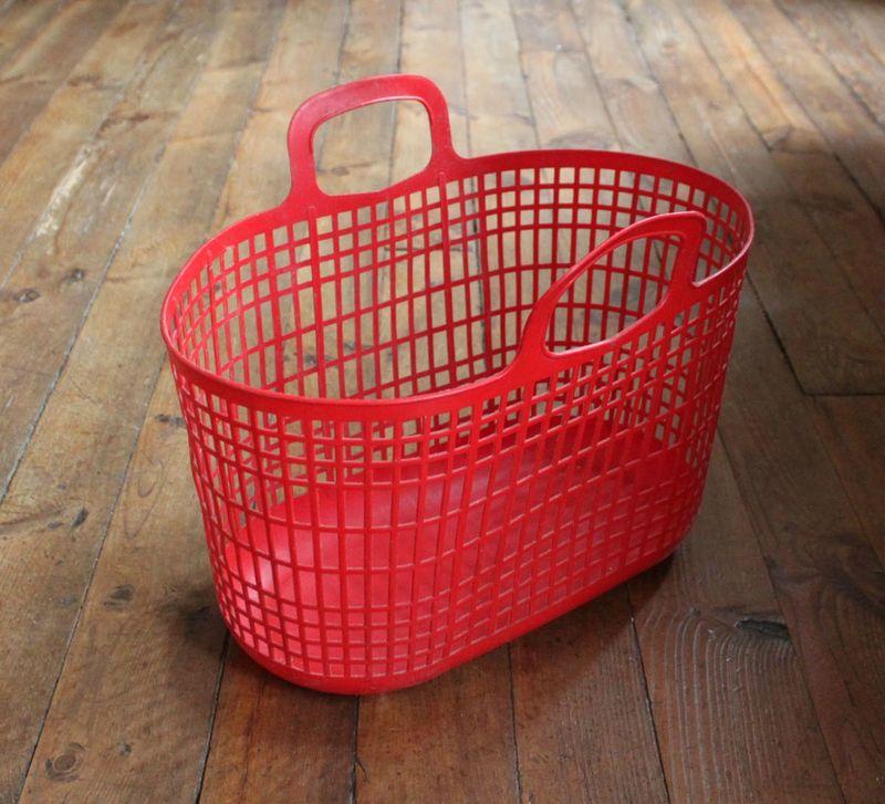 1 panier rouge vie d 39 puce. Black Bedroom Furniture Sets. Home Design Ideas