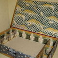 Boîte à couture moutons 5 casiers intérieurs, pique aiguille dans un des casiers