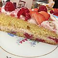 Gâteau aux framboises et crème fraise