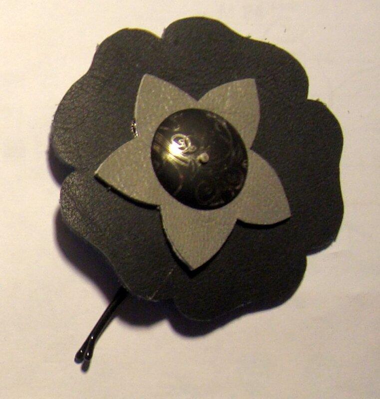 fleur cuir noire