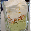 Verrine de mousse d'avocat surimi et chantilly