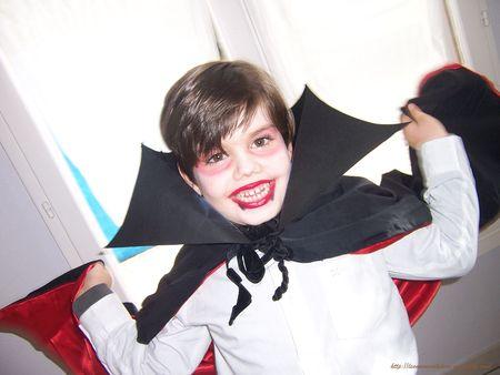 Le vampire d 39 halloween tout un fil - Maquillage vampire enfant ...