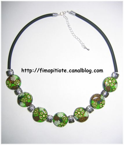 Collier pallets fleuris