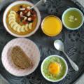 Idées pour un brunch : manger de l'avocat chaud et goûter le kaki en compote