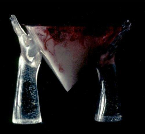 MC Mailleux - Offrande à deux mains - Sculpture en cristal bleu
