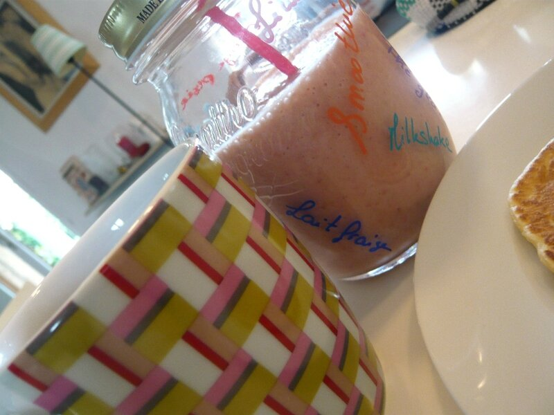 smoothie fraise banane orange goyave glace vanille mason jar (2)