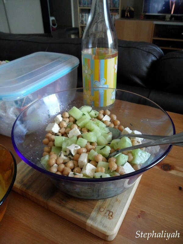 Salade concombre, pois chiches -- 27 avril 2015