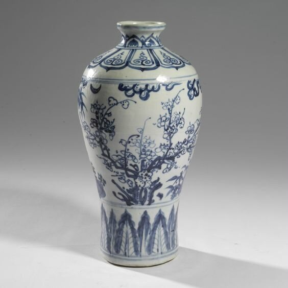 A fine blue and white vase (meiping), Ming dynasty, 15th century
