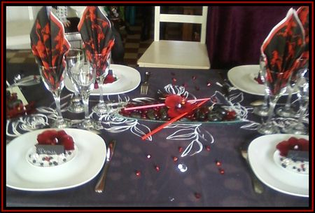 d coration de table en noir et rouge flo cr ations. Black Bedroom Furniture Sets. Home Design Ideas
