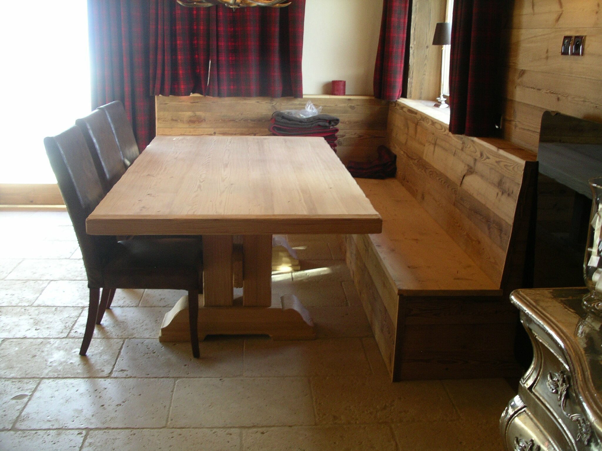 Table et banquette photo de agencement interieur d 39 un - Photo de table ...