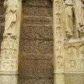 Notre-Dame-de-Paris: détail d'une entrée