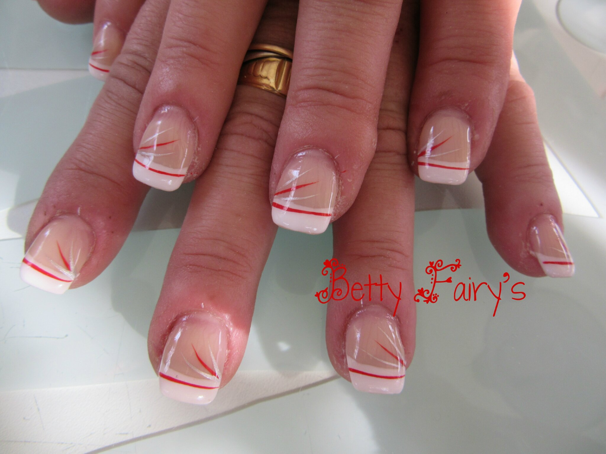 Ongles en gel french hiver - French manucure rouge ...