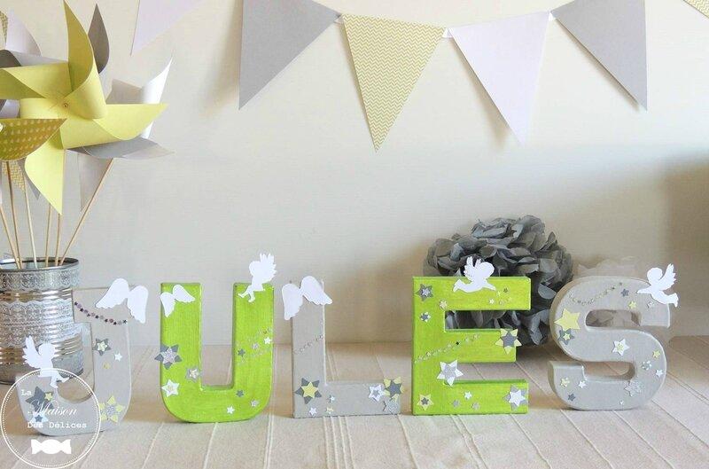 lettres prenom decorees moulin a vent fanion pompon decoration bapteme theme anges etoiles