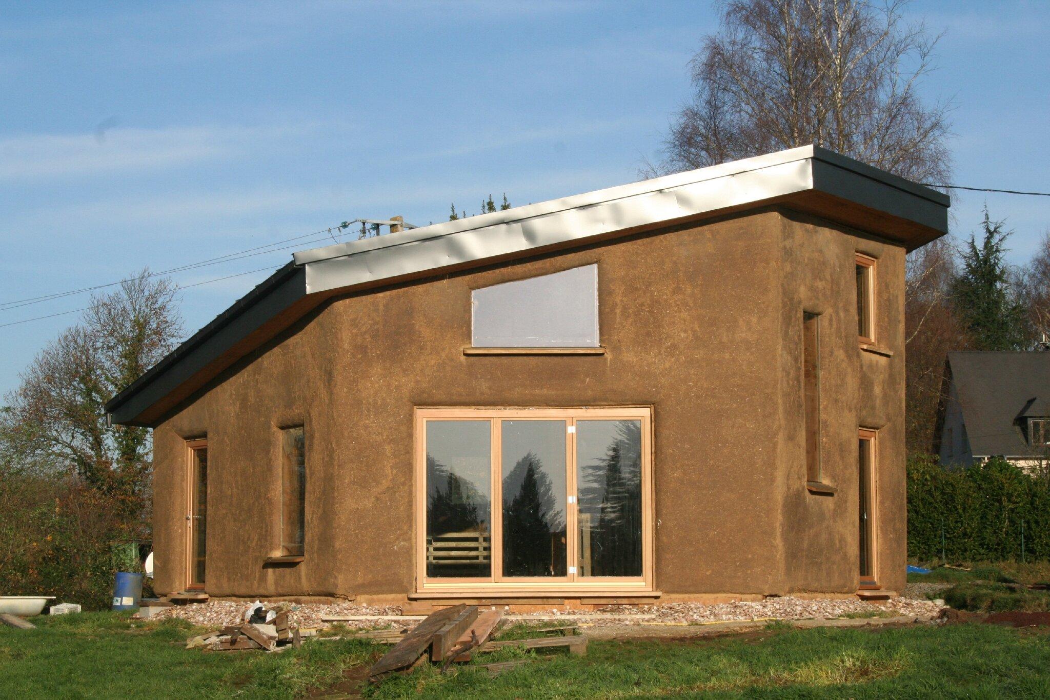 Hors eau hors air l 39 escargone de paille et de terre for Construction de maison en paille